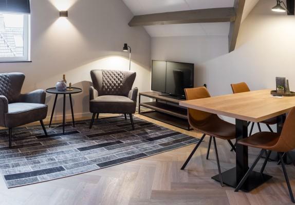 Heuvelrijk-Kamer-2-stoelen.jpg